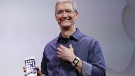 Tim Cook celebra la llegada del Apple Watch con todo y descuento para empleados