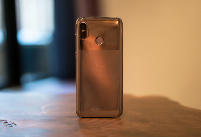 """HTC U12 Life, primeras impresiones: HTC dice adiós a Android One con Sense, minijack y una peculiar trasera """"multicolor"""""""