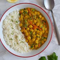 Curry de garbanzos con mango: receta vegana llena de sabor