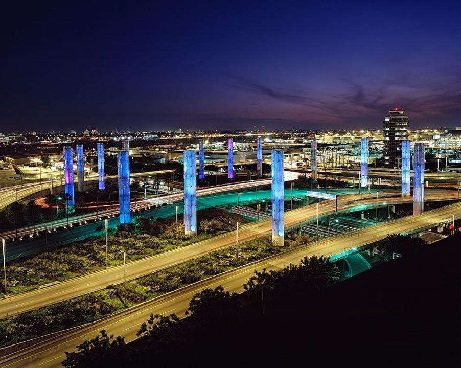 Ya puedes embarcar con marihuana si sales del Aeropuerto Internacional de Los Ángeles