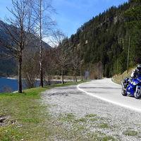 La moto y los excesos velocidad: límites, multas económicas, retirada de puntos y cuándo se pasa de la infracción al delito