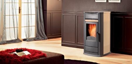 Las estufas de biomasa evolucionan en diseño y se adaptan al estilo del hogar