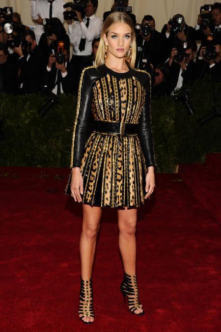 Rosie Huntington-Whiteley Gala MET 2014 peor vestidas