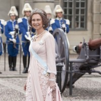La reina Doña Sofía en la boda de Victoria de Suecia