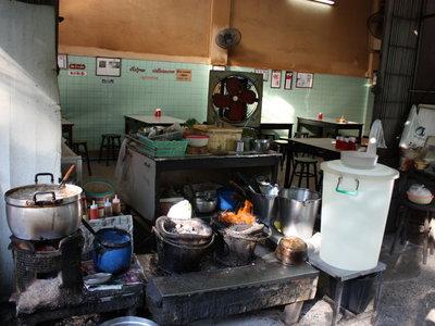 Este puesto callejero de Bangkok recibió una estrella Michelin en diciembre y ya quiere devolverla