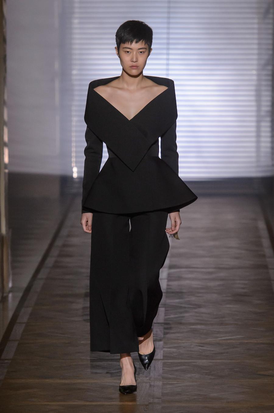 Foto de Givenchy Alta Costura Primavera-Verano 2018 (1/35)
