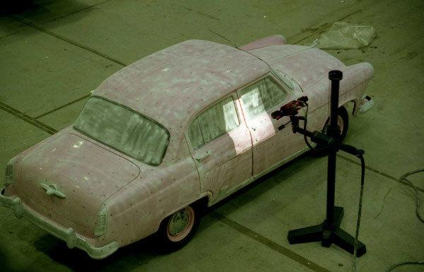 Foto de Réplica de un Volga GAZ-21 basada en un Porsche Cayenne (1/18)
