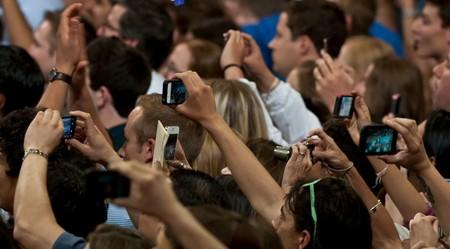 Cuando rodeados de heridos de un atentado terrorista hay quien se pone a hacer fotos y grabar vídeos