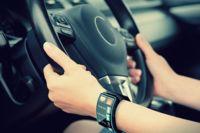 Si usas tu smartwatch, no conduzcas: las multas estarán esperándote