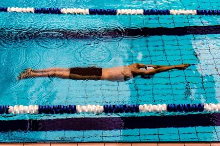 En 2020 integra la natación en tu entrenamiento: cómo combinarla con el entrenamiento de fuerza