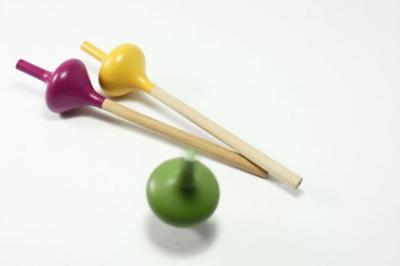 Spincil, una peonza lápiz de Ortiedesign Studio