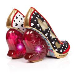 Foto 32 de 88 de la galería zapatos-alicia-en-el-pais-de-las-maravillas en Trendencias