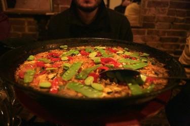 Cómo quitar facilmente la comida quemada del fondo de la olla
