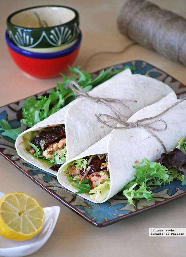 Wraps o rollitos de pollo con chiles en adobo, aguacate y queso: receta de aprovechamiento