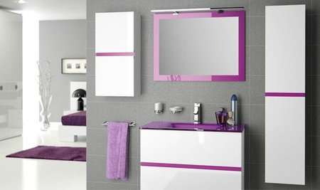 El blanco y el brillo, también tendencia en los muebles de baño