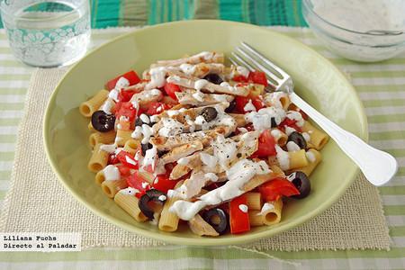 Ensalada de pasta integral y pavo de inspiración griega. Receta