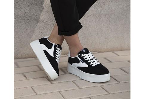 Super Weekend en eBay: ofertas en zapatillas  Mustang, Nike o Adidas para hombre y mujer