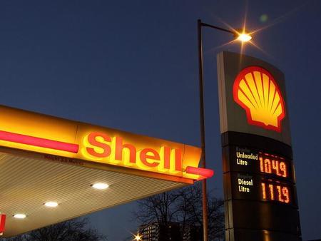 Tres infografías con comparativas internacionales de precios de gasolina y diesel