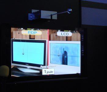 Panasonic muestra sus plasmas resistentes