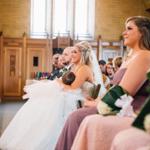 En cualquier momento y lugar: en su boda, frente al altar y amamantando a su bebé