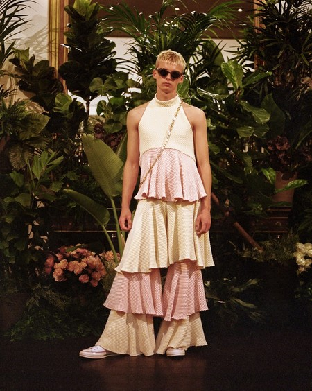 ¿Y si el futuro de la moda masculina es que sea más femenina? Éstos diseñadores han roto la barrera del género