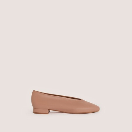 https://www.malababa.com/en/ramona-leather-pointed-toe-flats-nude
