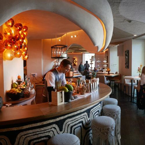 Aarde: así es el nuevo restaurante de los creadores de Amazónico que lleva el África colonial a la Puerta de Alcalá