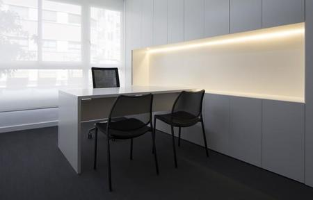 En la sede minimalista de DSAE by Nonna Designprojects lo más interesante es lo que no se ve
