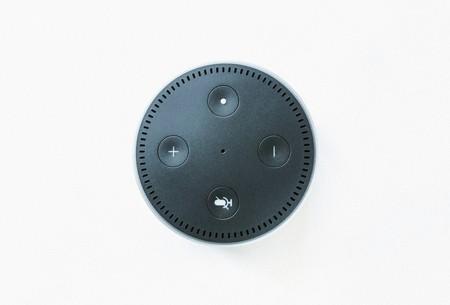 Empleados de Amazon pueden acceder a la dirección exacta de los usuarios, además de a sus conversaciones, según Bloomberg
