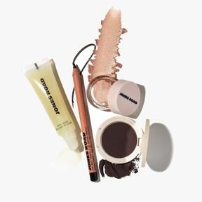 Tras dejar la firma que lleva su nombre, Bobbi Brown vuelve al mundo de los cosméticos y crea una nueva colección de maquillaje con una pinta estupenda