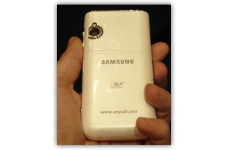 Samsung W7900, con Pico-Proyector DLP