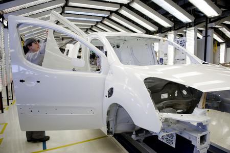 Los fabricantes de coches firman un protocolo sanitario para reiniciar la actividad en condiciones seguras