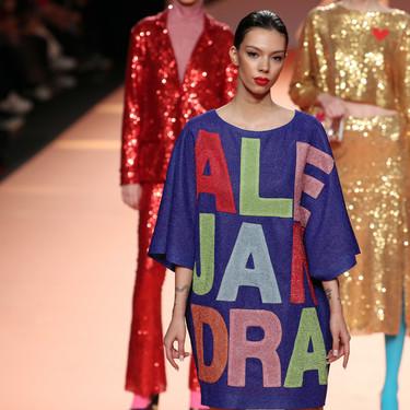 7 jerséis de Agatha Ruiz de la Prada para combinar con jeans y apostar por el color como hizo ayer Alejandra Rubio en el desfile