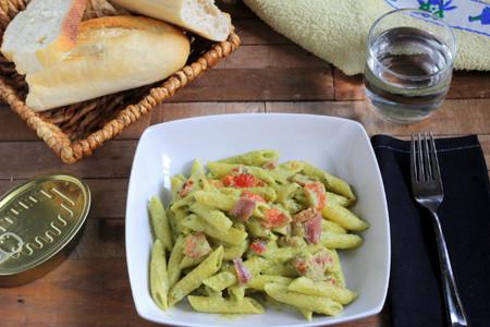 Penne Rigate con pimientos y anchoas en salsa de calabacines. Receta