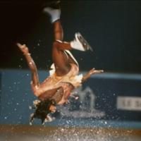 """Surya Bonaly, la patinadora inalcanzable a la que acabaron prohibiendo """"bailar con la muerte"""""""
