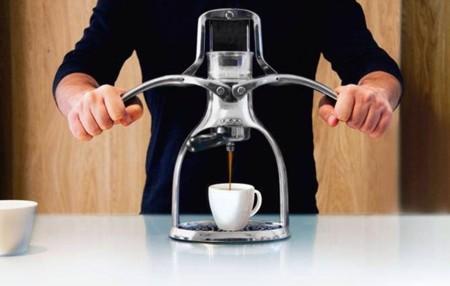 Un espresso (o un cappuccino) con la fuerza de tus manos