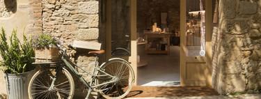 Un casa multifunción que refleja el universo creativo de la interiorista Susanna Cots y que respeta la tradición y la historia de los muros entre los que se ubica