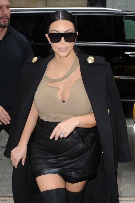 Kim Kardashian, o cómo crear polémica con tus outfits (y los de tu hija)