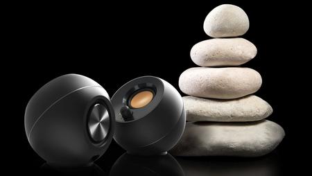 Creative Pebble, dos altavoces asequibles de cuidado diseño para usar en nuestro escritorio