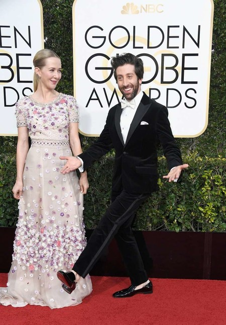 Simon Helberg Golden Globe Awards Red Carpet 2017