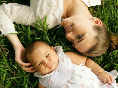 Pasea a tu bebé a diario, también es bueno para ti