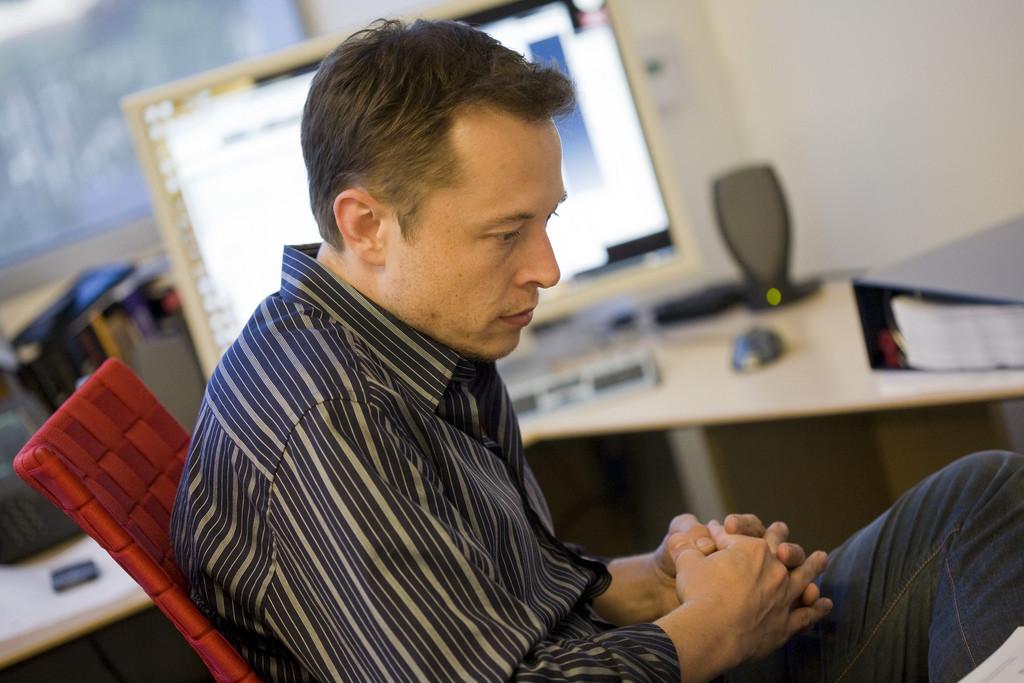 Elon Musk regresa sobre la inteligencia artificial: el riesgo es la concentración de poder y que los humanos acaben como mascotas