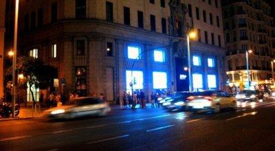 Telefónica venderá el iPhone 4S a partir de las 00:01 horas del viernes en su tienda de la Gran Vía de Madrid