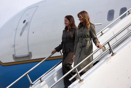Melania Trump visita Carolina del Sur con un look de lo más militar que funciona con taconazo y también con manoletina