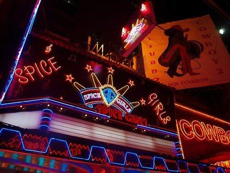 Las calles del turismo sexual en Bangkok: Soi Cowboy