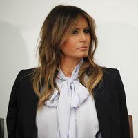 Las blusas con lazada son perfectas para la rentrée. Palabra de Melania Trump