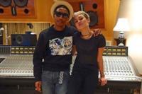 Pharrell adora a las mujeres, a su manera. Como en el vídeo de 'Come Get It Bae', con Miley Cyrus