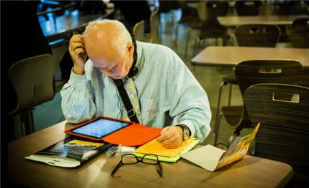 A la tercera edad le encantan los tablets: cada vez los usan más