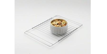 Por sólo 7,40 euros en Amazon puedes hacerte con una rejilla para horno adaptable de 37 a 50 cm de anchura