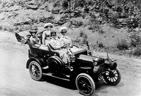 La primer mujer en cruzar Estados Unidos en coche
